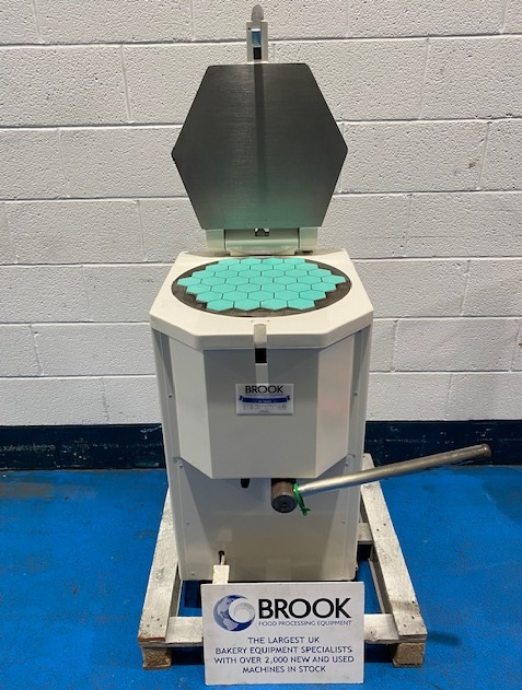 NOVAPAN 37 PC MANUAL DOUGH/PASTE/SCONE DIVIDER 60MM HEXAGONS, SERVICED AND REPAINTED