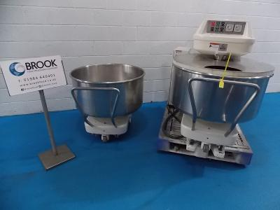 y086260-kemper-sp125-200kg-dough-refurbished-with-2-bowls-alb17500.jpg